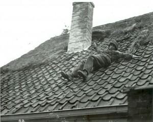 Sniper van het dak voor film Theirs is the Glory