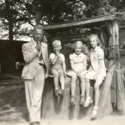 Fam van der Wal 1942 op vakantie