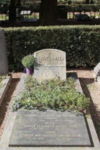 Gedenksteen Bijtje van der Veen
