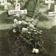 Airborne kerkhof bloemen leggen Wil Rieken