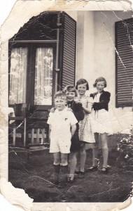 Kinderen Posthouwer. Dies 2e van links