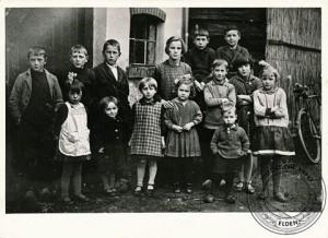 Rien van der Ende rechtsboven 1934 (Foto historische kring Elden)