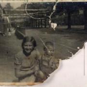 Stien van Benthem met broertje Jan Bevrijdingsfeest