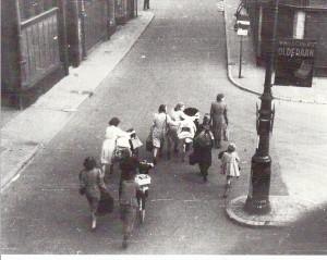 Eerste vluchtelingen in de Jansstraat