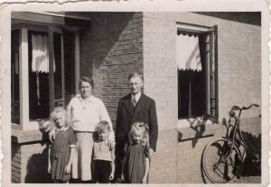 Lenie, Moeder, Rijk, Vader en Flora de Jongh 1943
